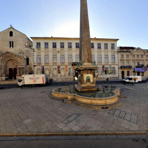 Obélisque - Attraction touristique - Arles