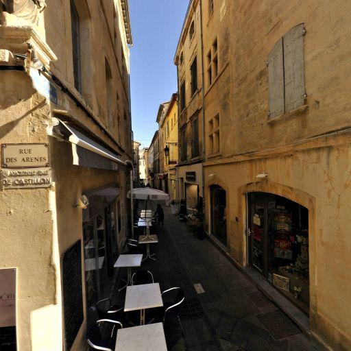 Niche d'angle avec Vierge - Attraction touristique - Arles