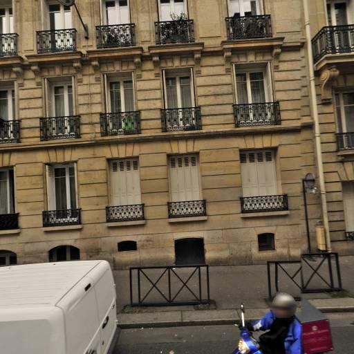 Naima Boukhalfa - Médecin psychiatre pour enfants et adolescents - Paris