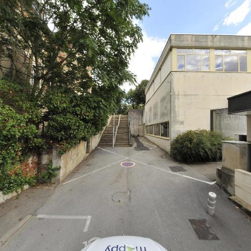 Promenade Du Bastion - Parc et zone de jeu - Bourg-en-Bresse